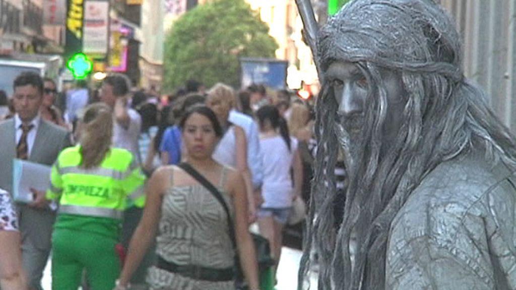 Una de las estatuas humanas que trabajan en la calle Preciados de Madrid