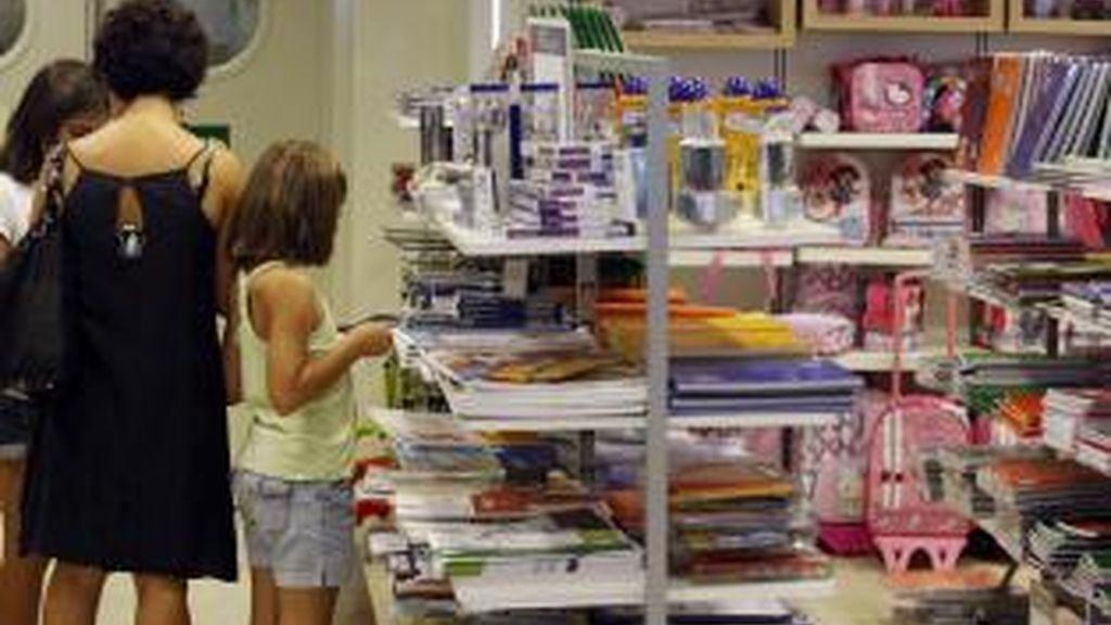 La crisis dispara un 50% las familias numerosas que usan el banco de material y ropa infantil
