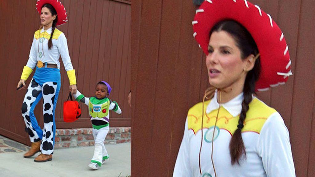 Sandra Bullock con su hijo
