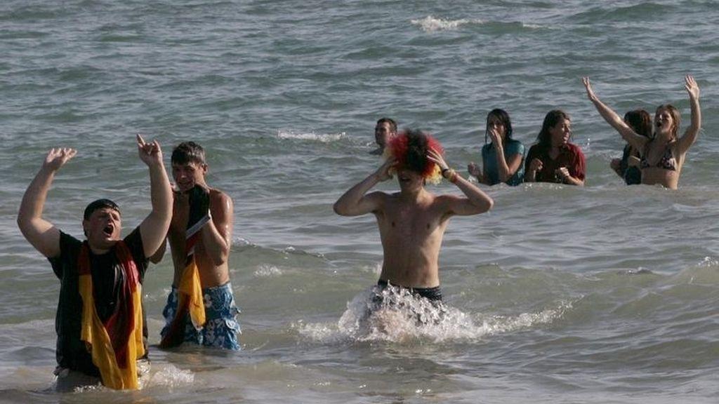Turistas alemanes en la playa