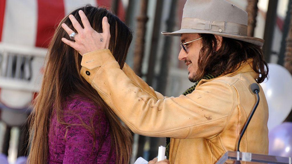 Penélope Cruz deja a Leo en casa para recibir su estrella de la fama