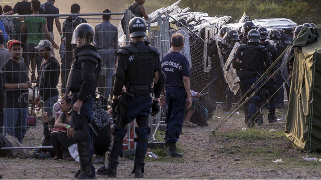 Hungría anuncia que enviará al Ejército a la frontera con Serbia
