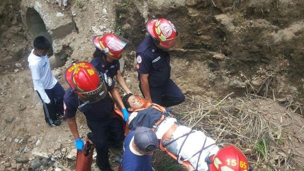 Unos pandilleros lanzan a un niño de 12 años por un puente de 125 metros y sobrevive