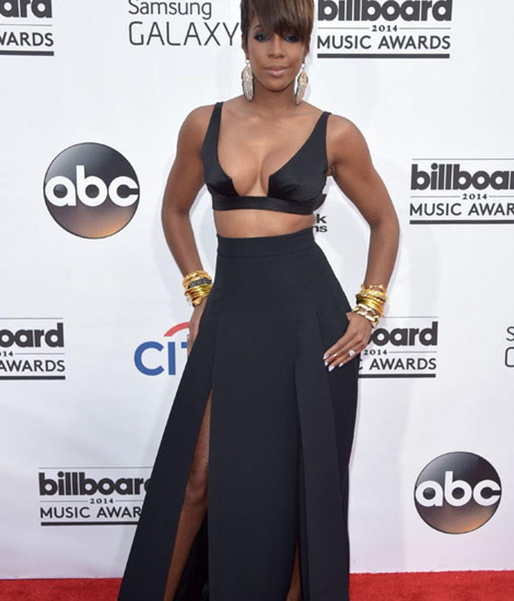 Kelly Rowland con un top demasiado escueto y ajustado