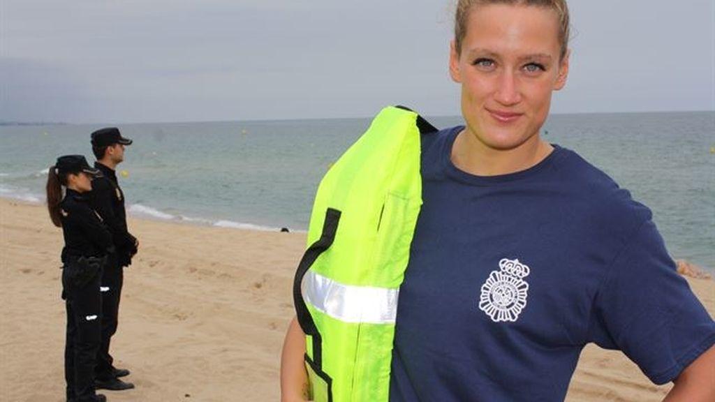 Mireia Belmonte participa en una campaña de la Policía Nacional contra los ahogamientos