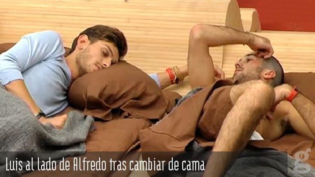 Luis al lado de Alfredo tras cambiar de cama