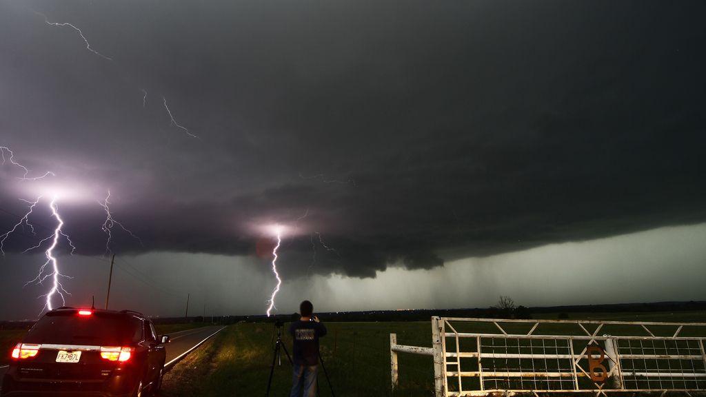 Mueren cinco personas en Oklahoma por el paso de un potente tornado