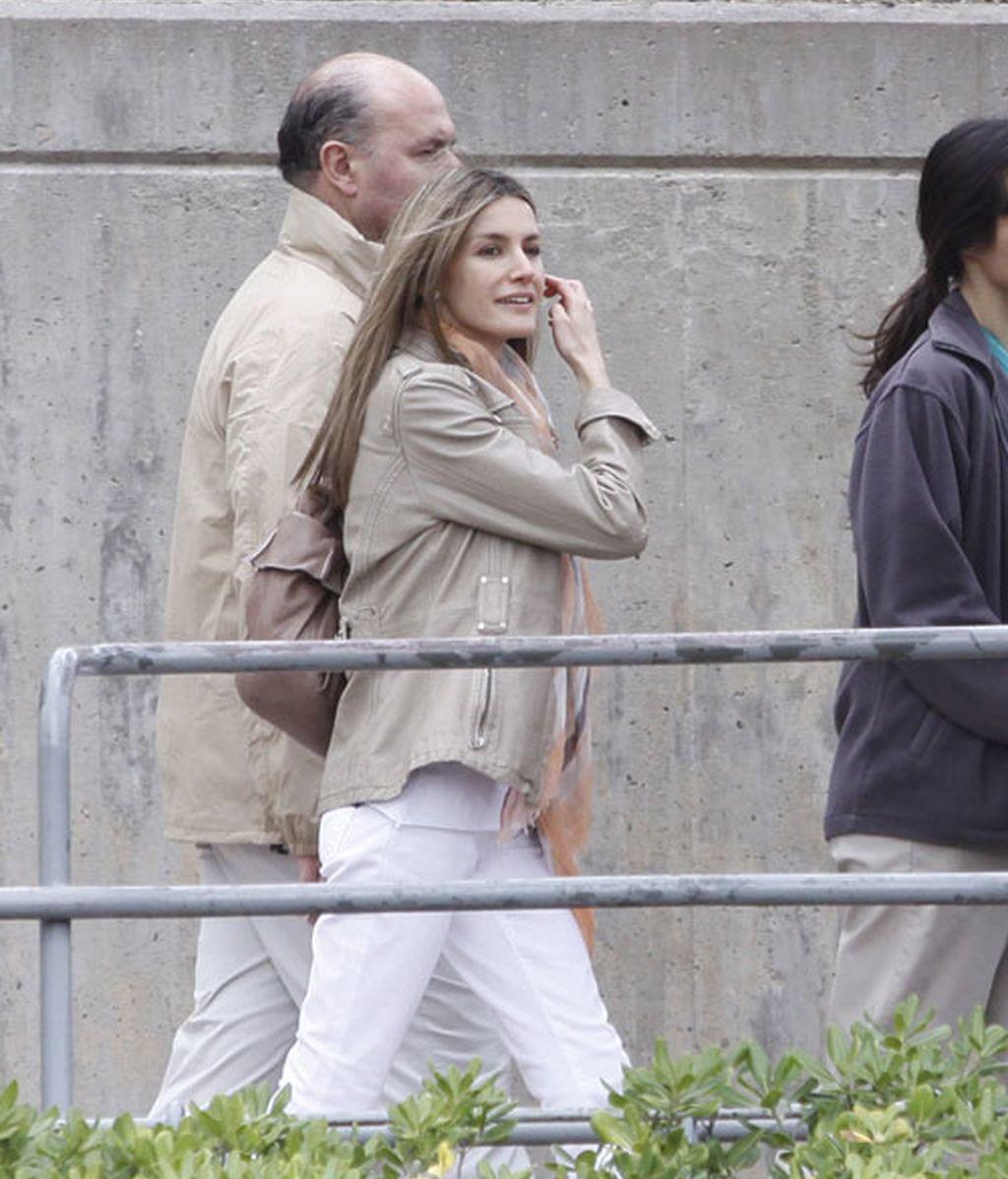 La reina, los príncipes de Asturias y las infantas visitan el zoo de Madrid