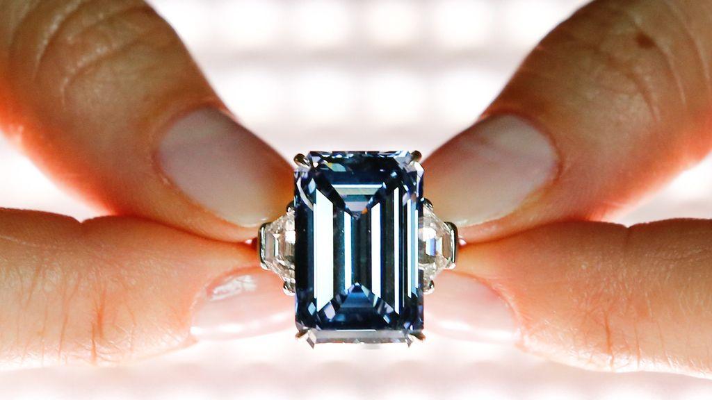 Christie subasta un diamante azul en Suiza