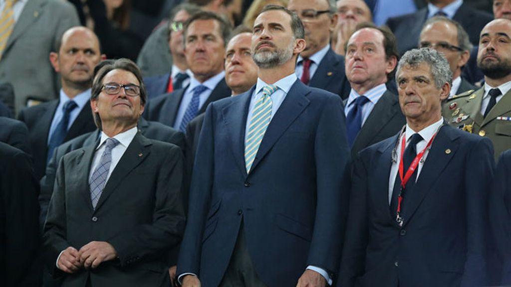El Rey aguantó la pitada al lado de un Artur Mas... ¿orgulloso?