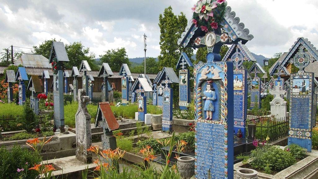 Así es el cementerio alegre de Sapantza, Rumanía