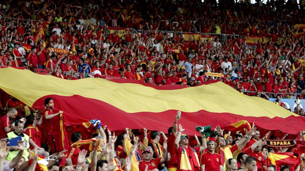 Aficionados españoles apoyan a la selección en Salzsburgo