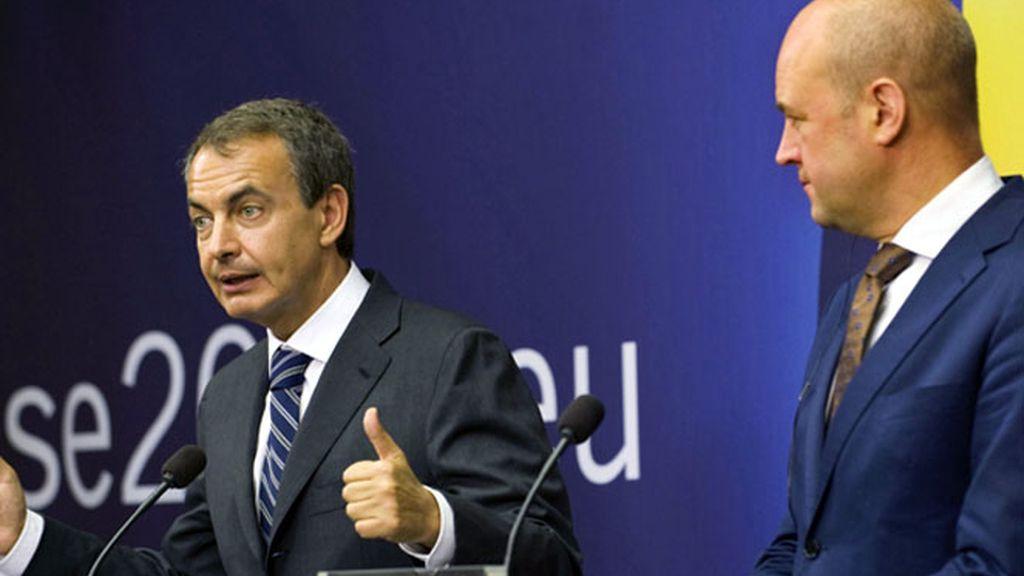 Zapatero en rueda de prensa en Estocolmo junto al primer ministro sueco, Fredrik Reinfeldt