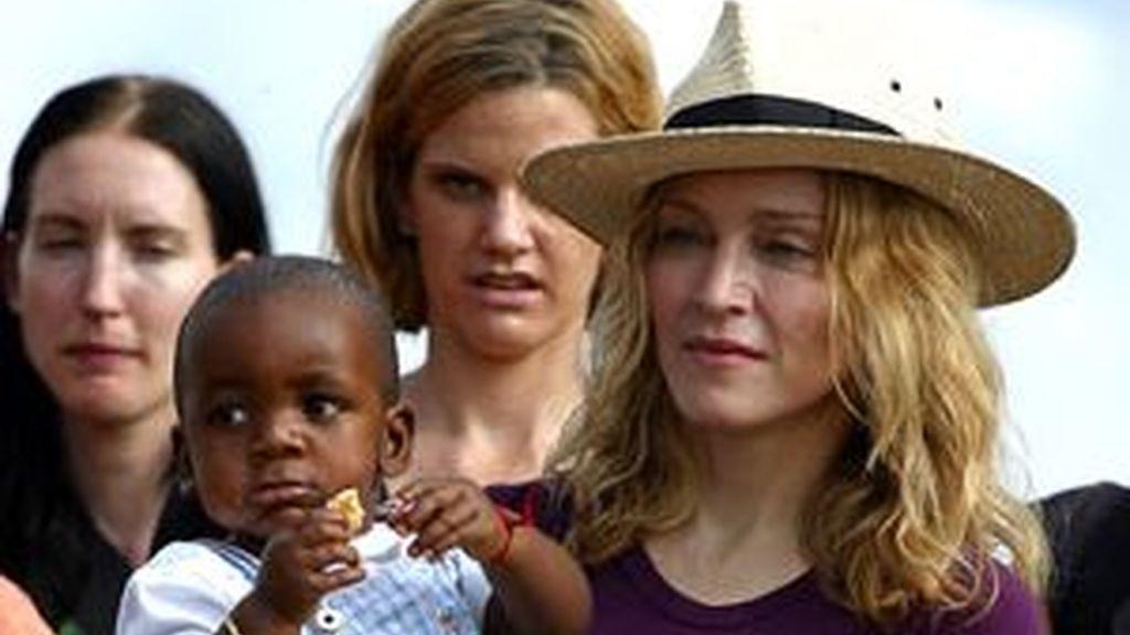 Madonna adoptó en 2008 a David Wanda, un niño malauí de 13 meses. Ahora la cantante quiere otro hijo de este país. Foto de archivo