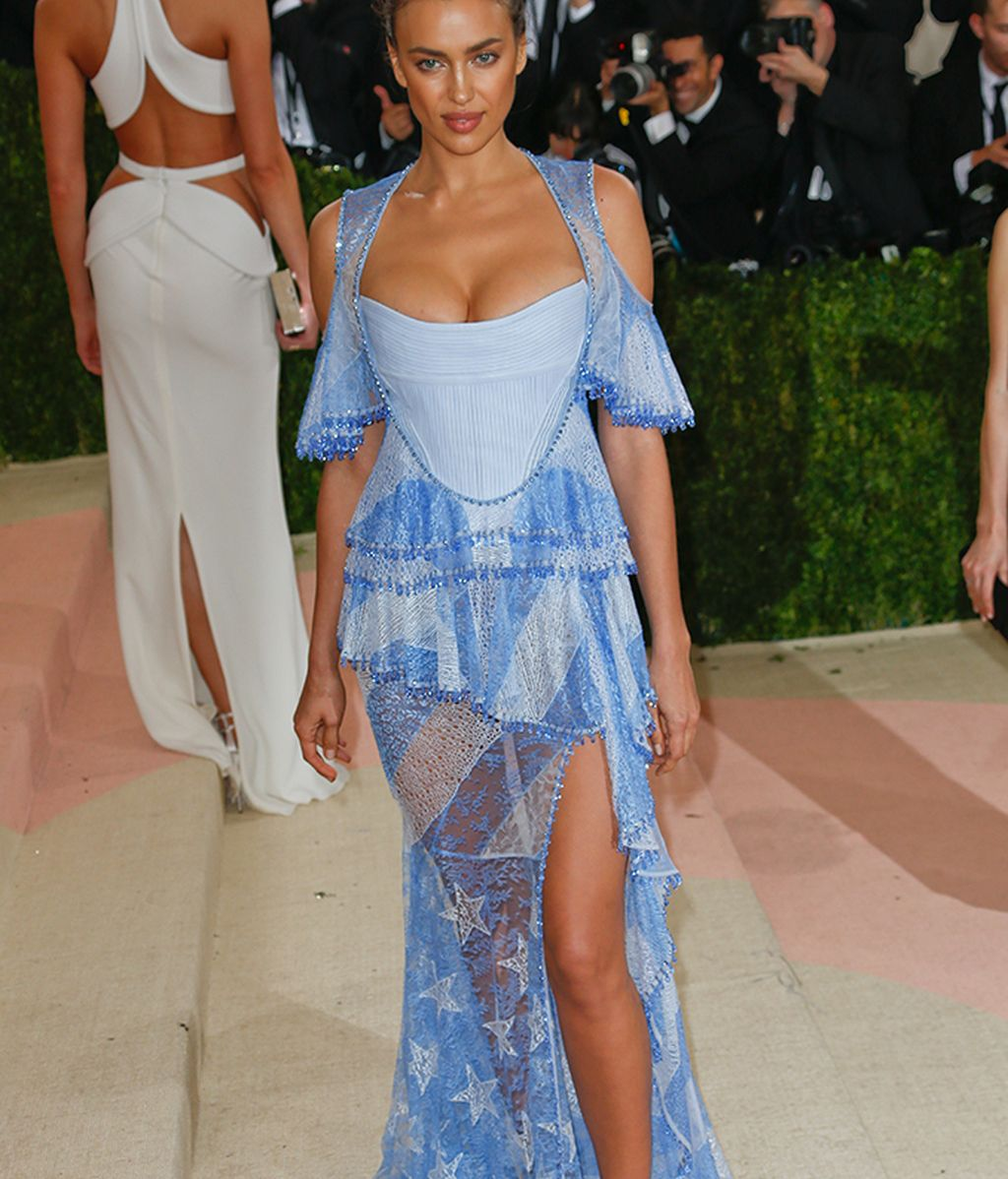 Irina Shayk vestida de Givenchy