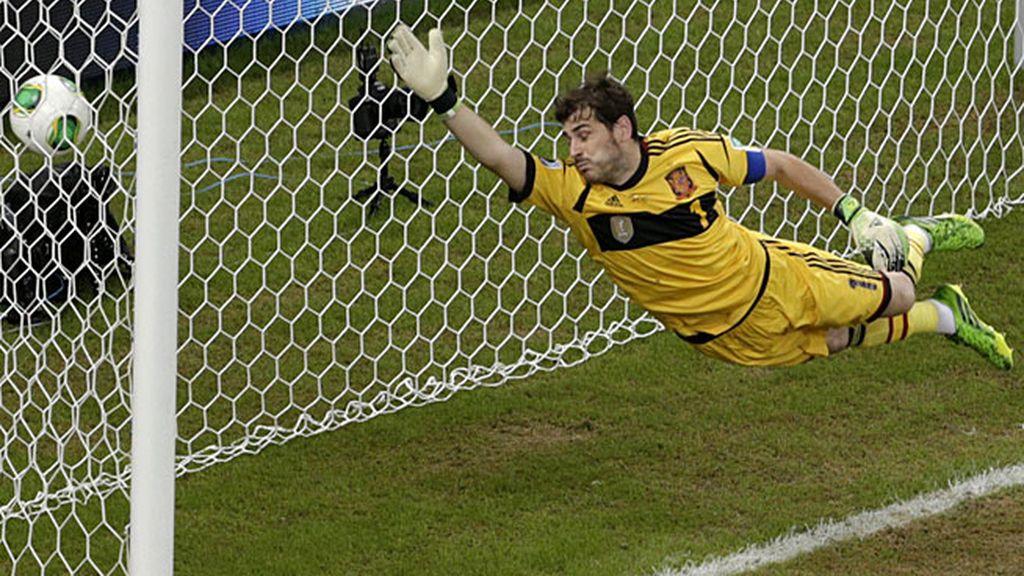 Casillas no pudo hacer nada en el golazo de Uruguay