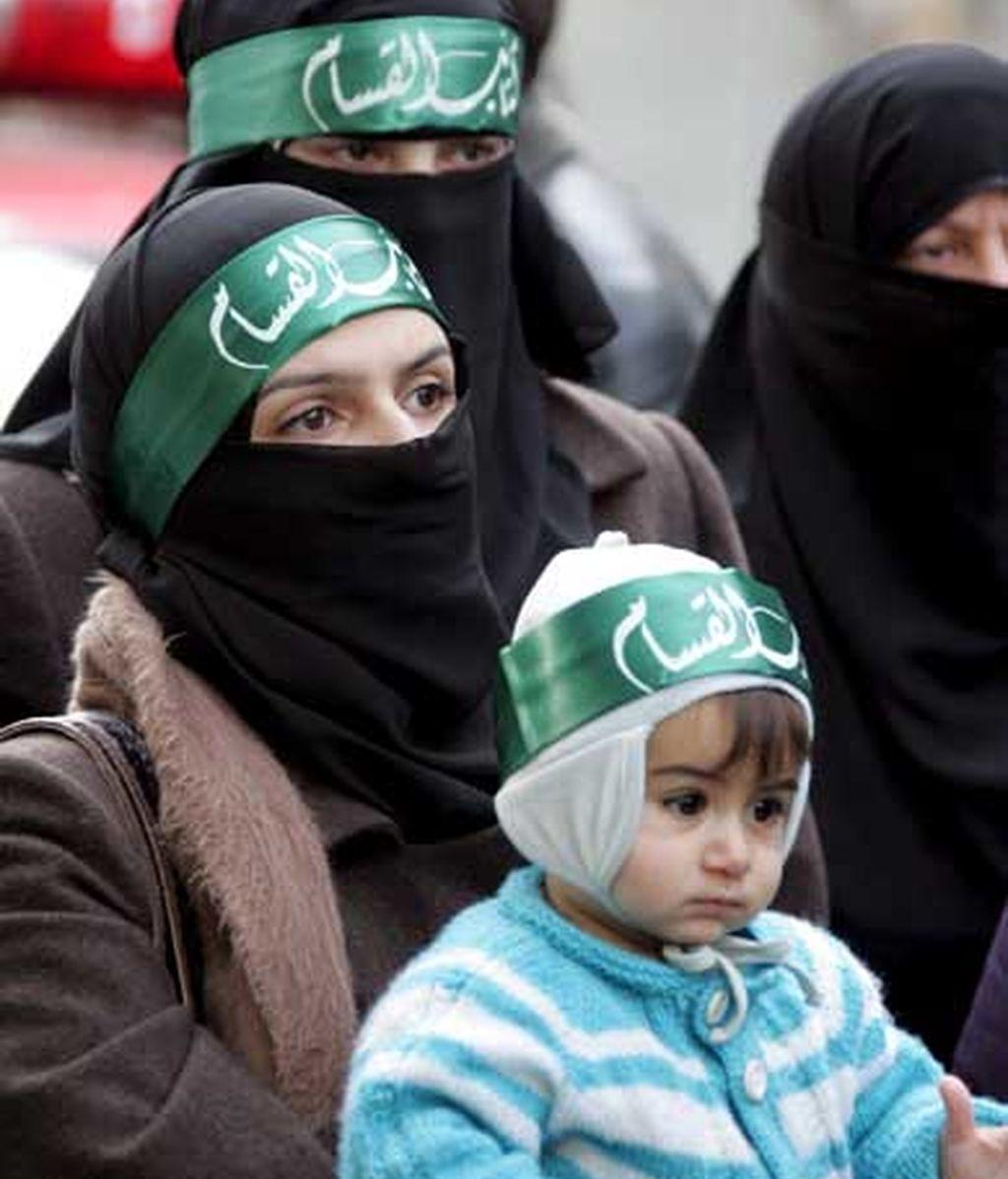 Simpatizantes de Hamás se manifiestan en Damasco (Siria) contra los ataques israelíes sobre Gaza. Foto: EFE
