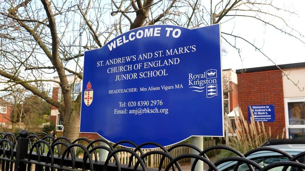 Un padre arruina el baile de una escuela de primaria al encararse con dos niños en la pista de baile