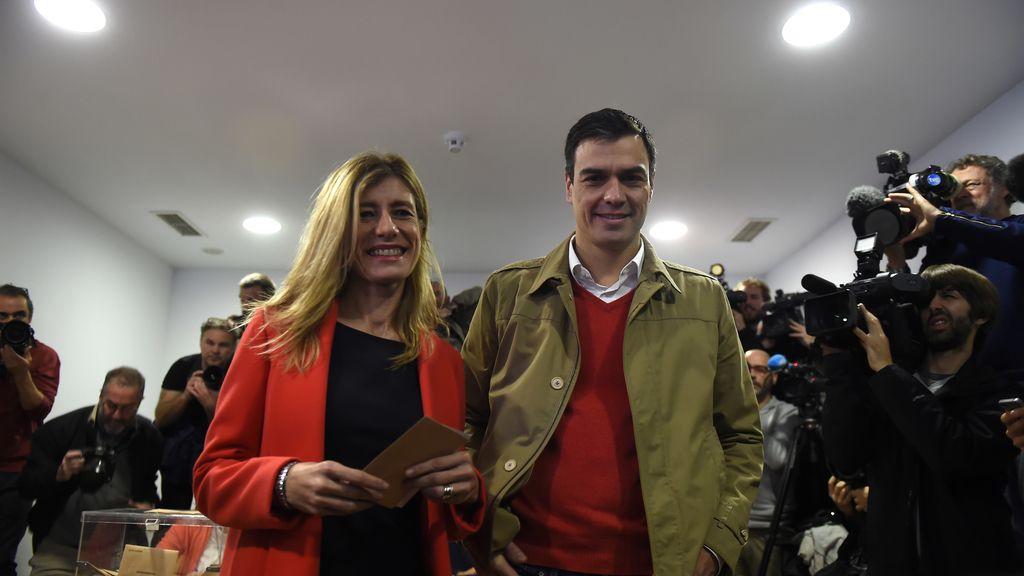Pedro Sánchez y su mujer ya han acudido a votar