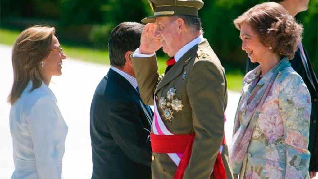 Los Reyes y Chacón, en el Día de las Fuerzas Armadas