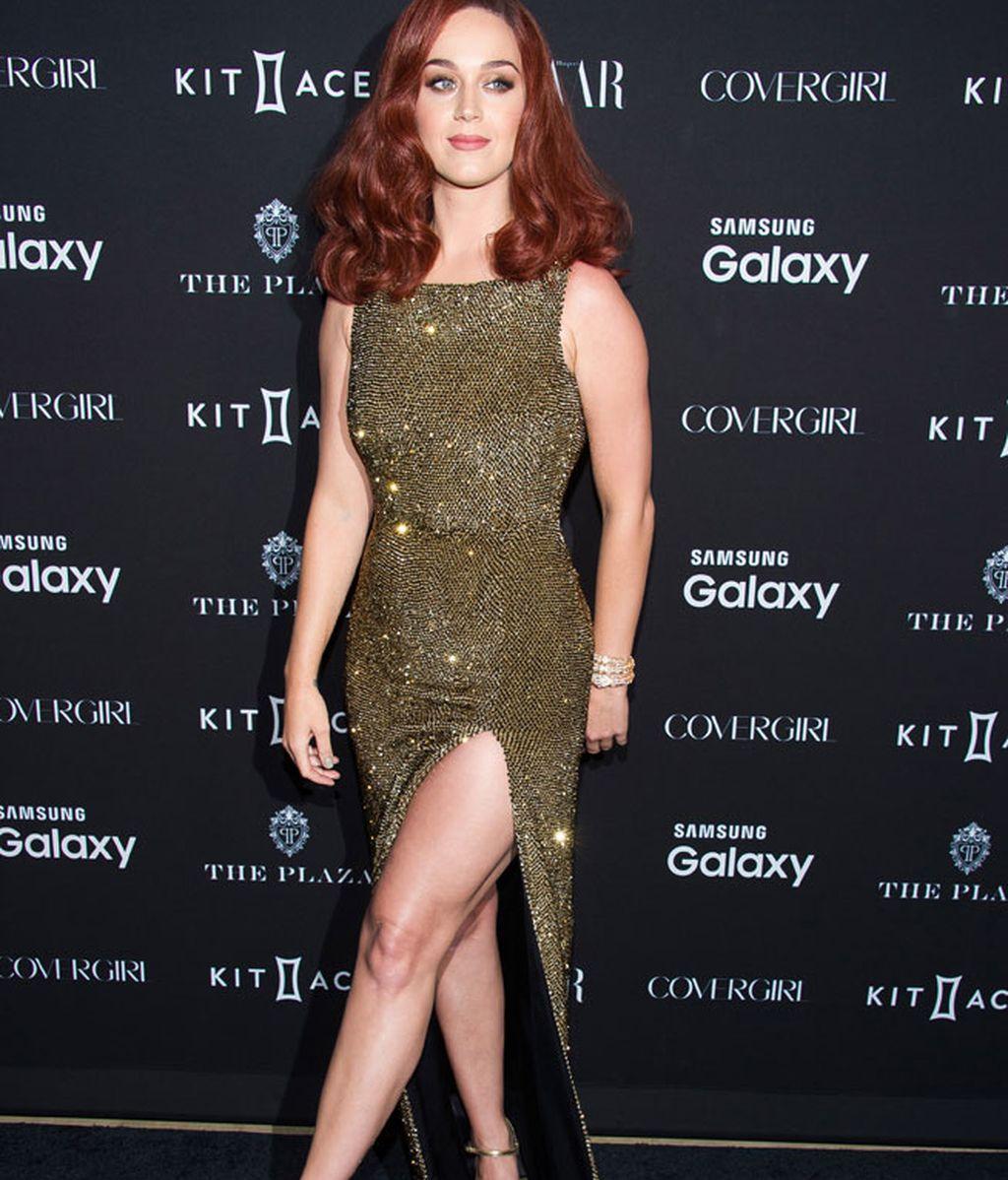 Katy Perry deslumbró con su vestido en color dorado
