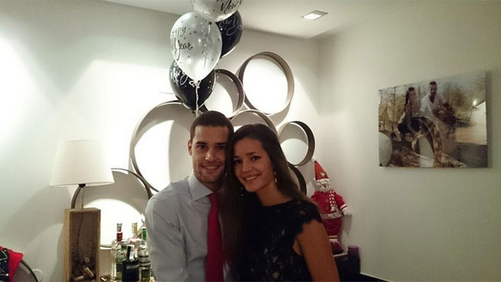 El futbolista Mario Suárez y su novia Malena Costa juntos por Año Nuevo