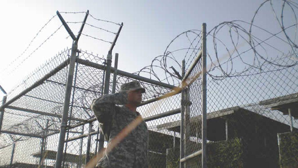 Hay presencia militar a lo largo de toda la valla