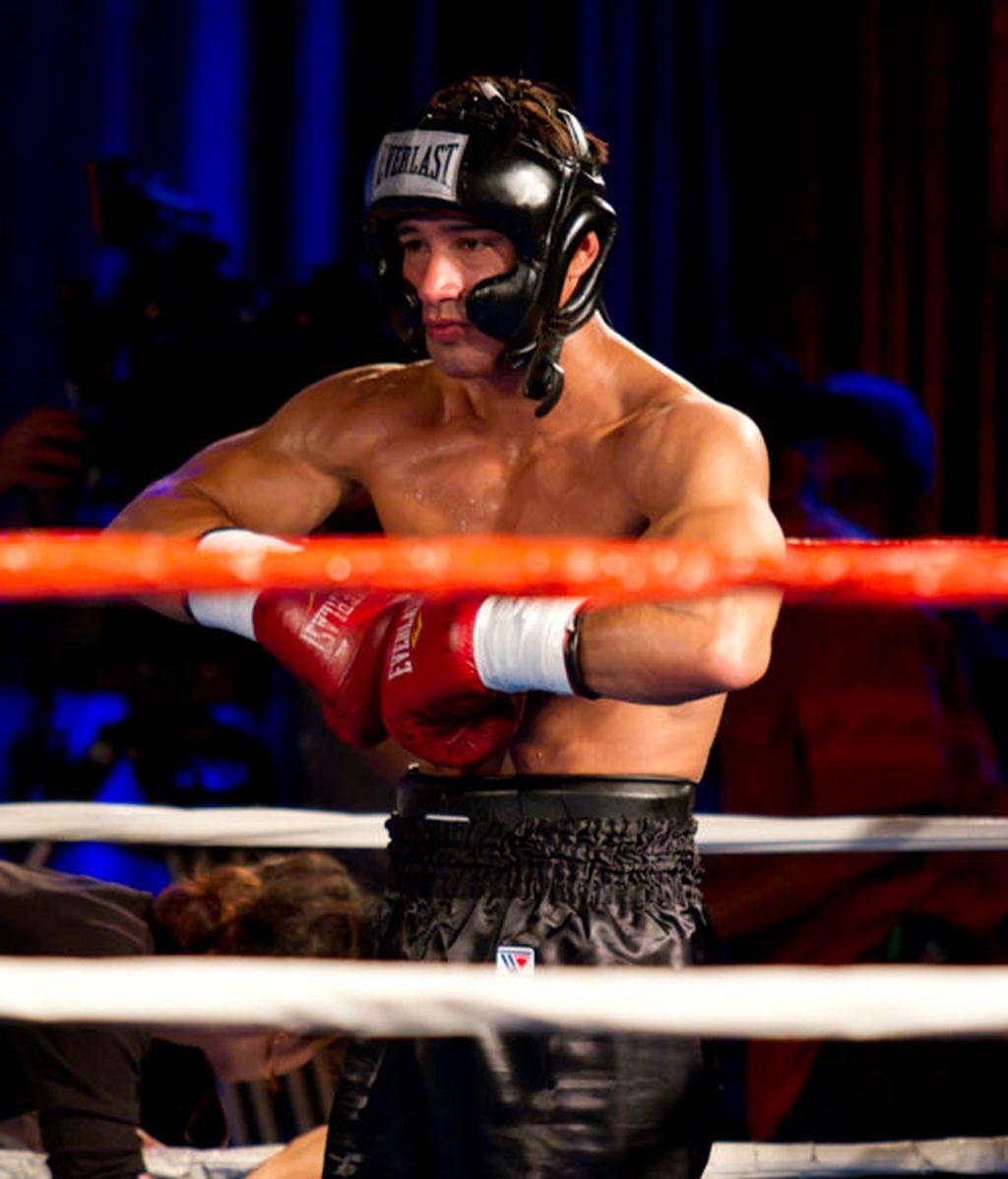 Mario López luce músculos contra el cáncer