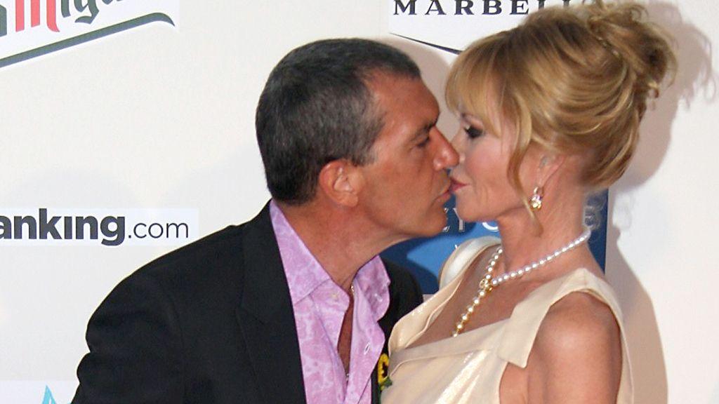 Besos, corazones... Sólo faltan las mariposas entre Antonio y Melanie