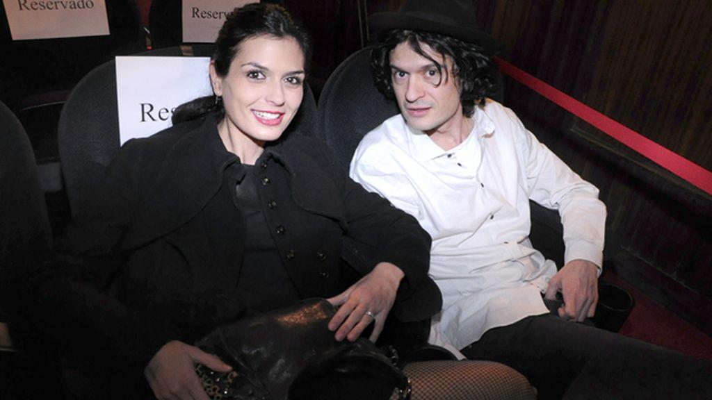 """La modelo María Reyes y su novio Daniel, muy ilusionados con su proyecto musical """"Kings"""""""
