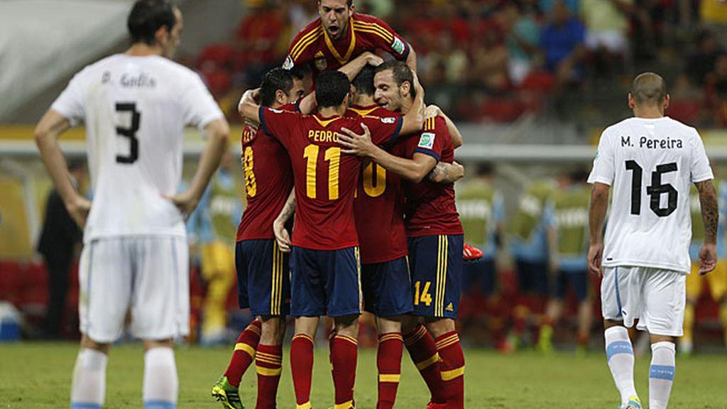 Los jugadores españoles celebran uno de los goles