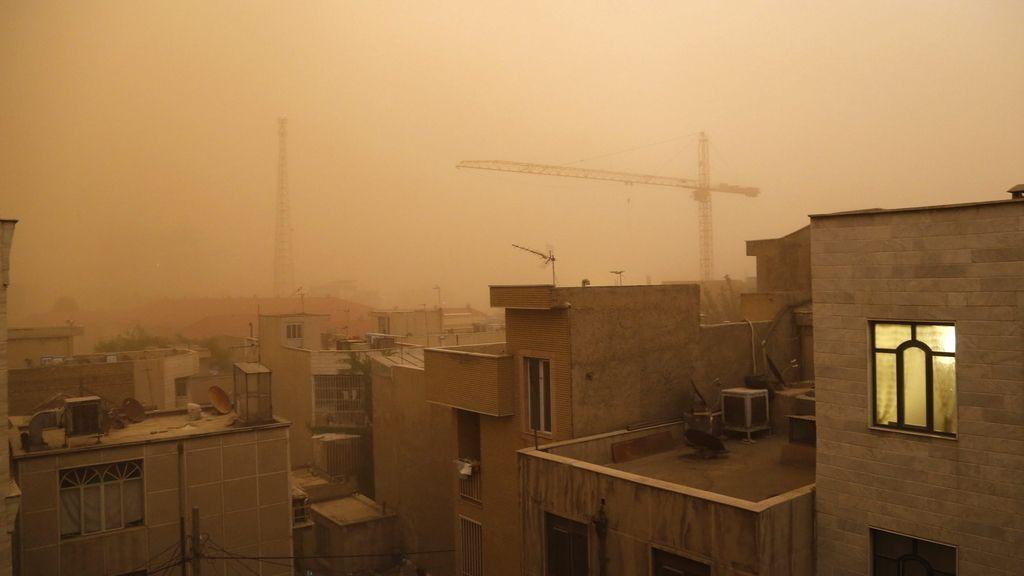 Una tormenta de arena mata a cinco personas y deja heridas a otras 30 en Teherán