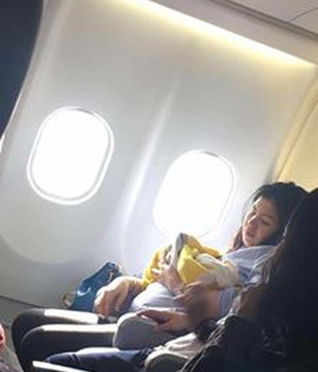 La madre que ha dado a luz en un avión