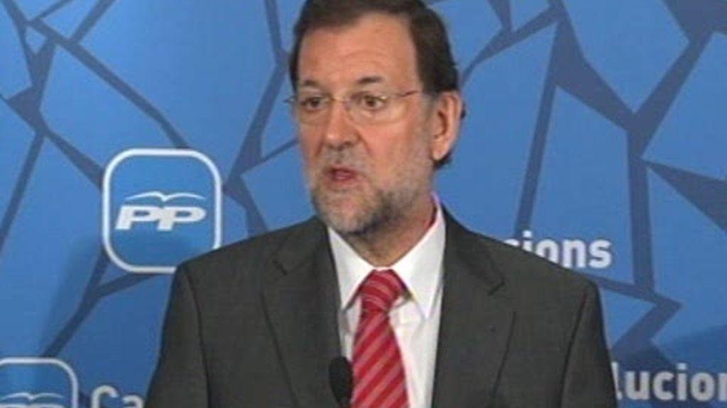 Rajoy arremete contra Zapatero