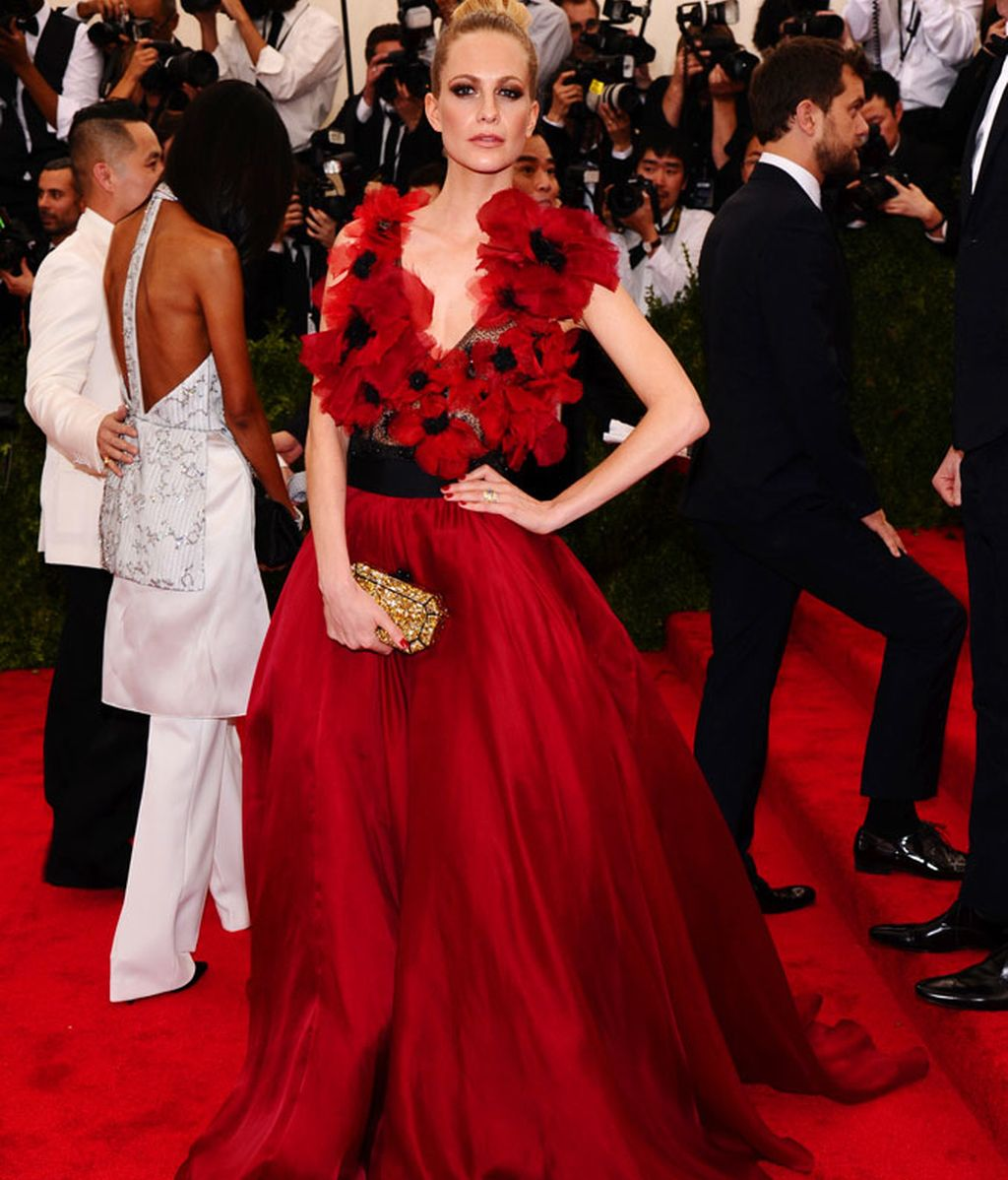 Poppy Delevingne con vestido de Marchesa