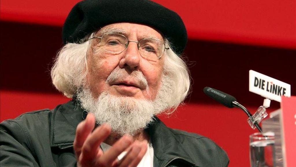 Ernesto Cardenal recibe el premio Reina Sofía de poesía Iberoamericana.