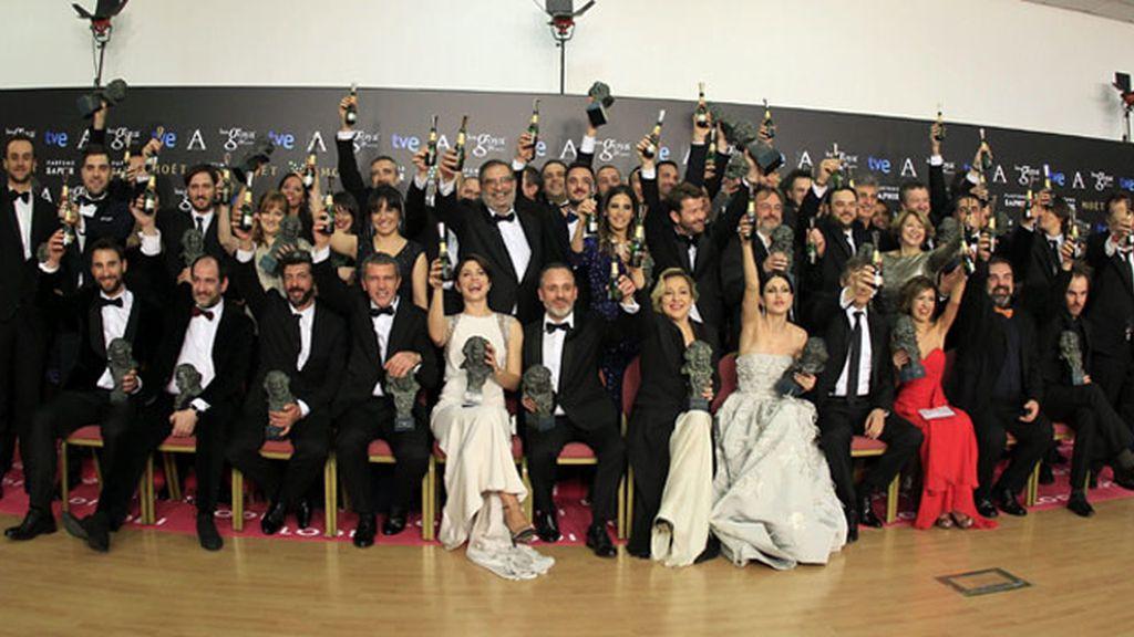 Foto de familia de los galardonados en la gala de entrega de los premios Goya 2015