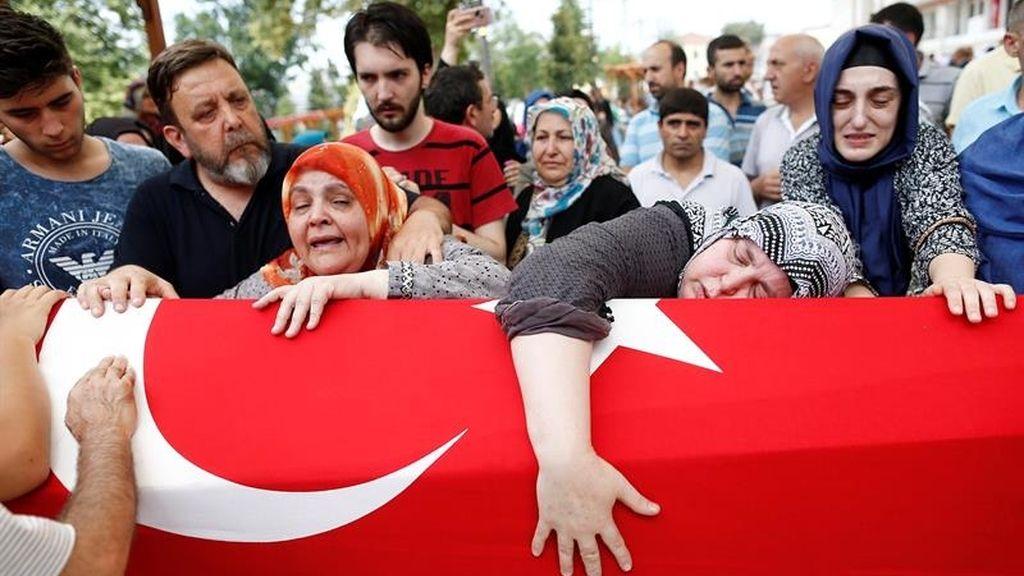 El pueblo turco llora a las víctimas del intento de golpe de Estado
