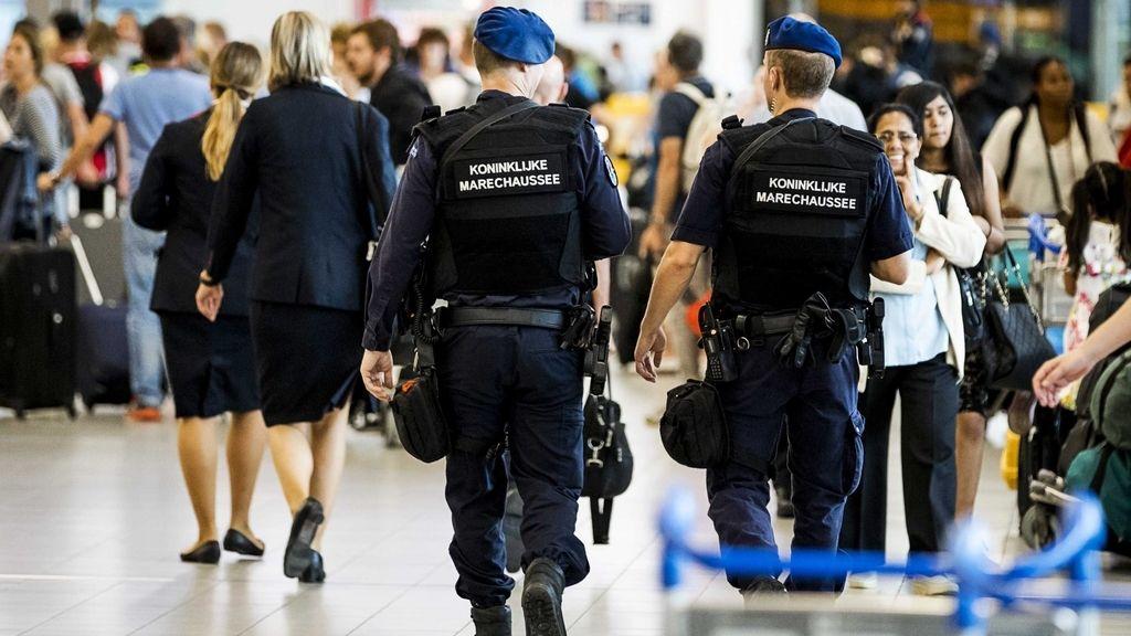 Incrementan la seguridad en el aeropuerto de Ámsterdam por una posible amenaza