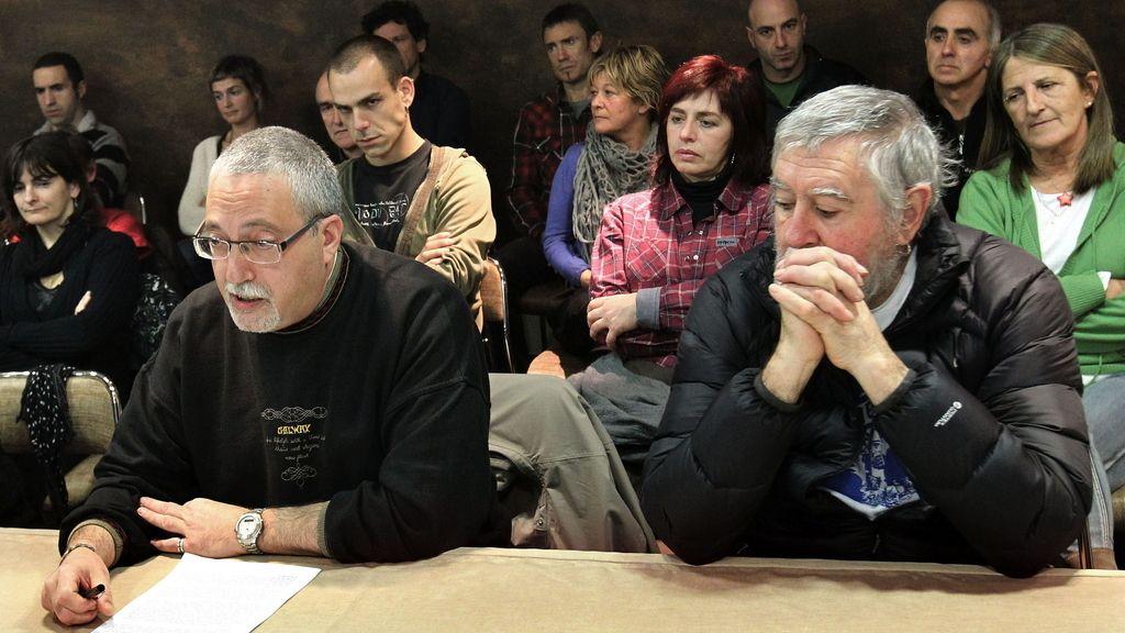El colectivo de presos de ETA, EPPK, lee un comunicado. Foto: EFE