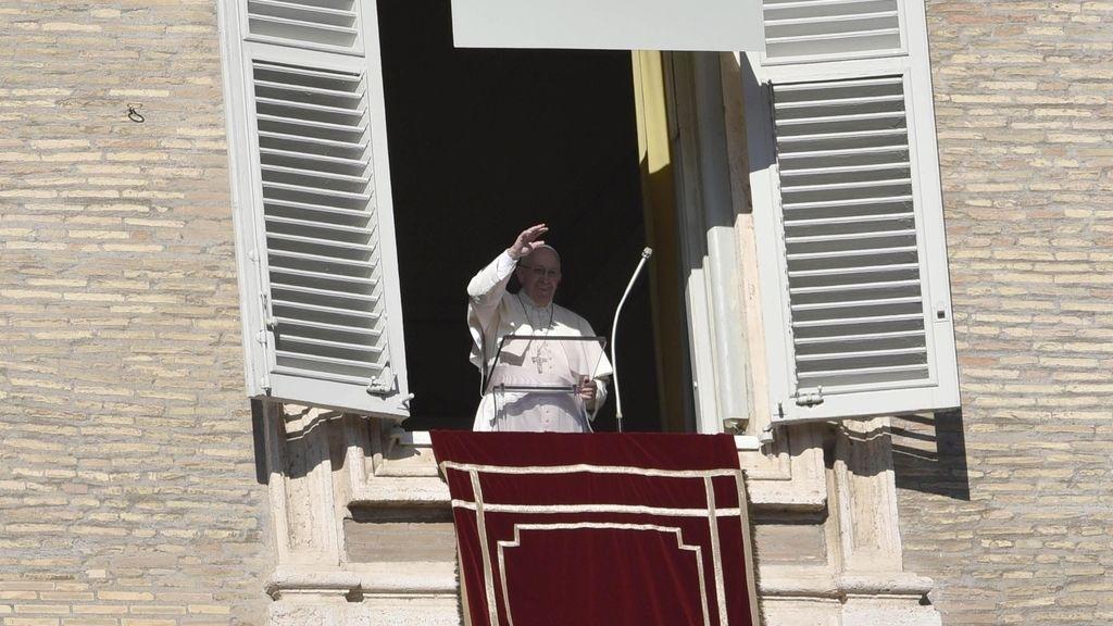 """El Papa llama a combatir con la educación la corrupción que """"envenena"""" la sociedad"""