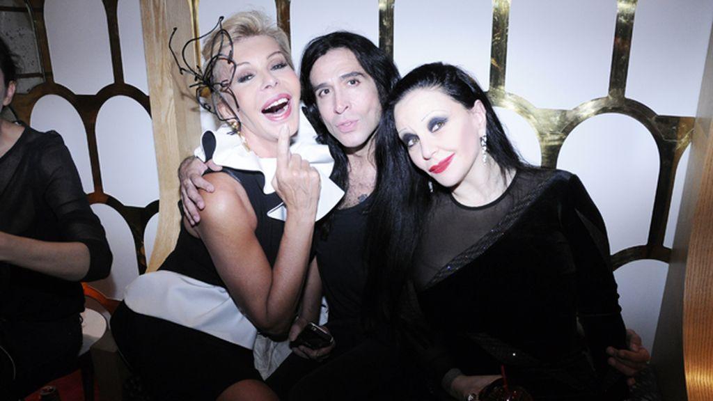 Bibiana Fernández, Mario Vaquerizo y Alaska disfrutando de la Fashion Night Out en Louboutin