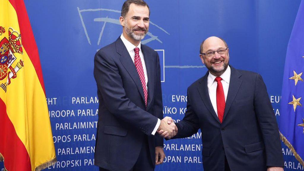 El rey Felipe VI con Martin Schulz, presidente del Parlamento Europeo