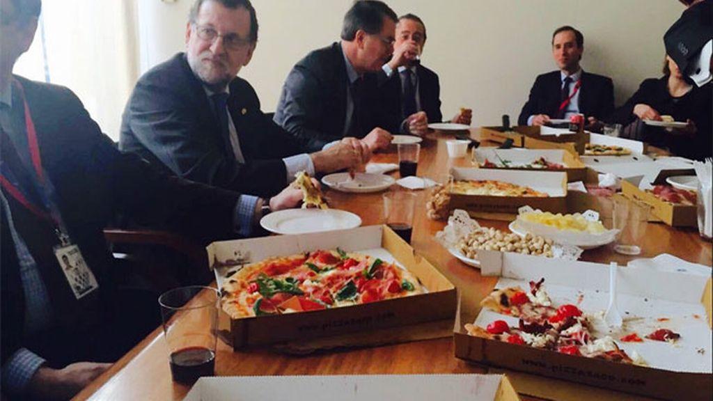 Mariano Rajoy tuitea una foto de la reunión en Bruselas