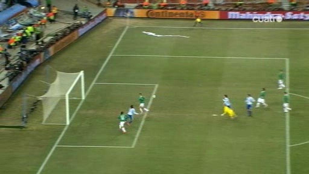 El escandaloso gol de Tévez en fuera de juego (Argentina 1 - 0 México, min. 26)