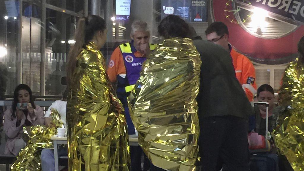 Varios inmigrantes bloquean el Eurotúnel y dejan atrapados a cientos de viajeros