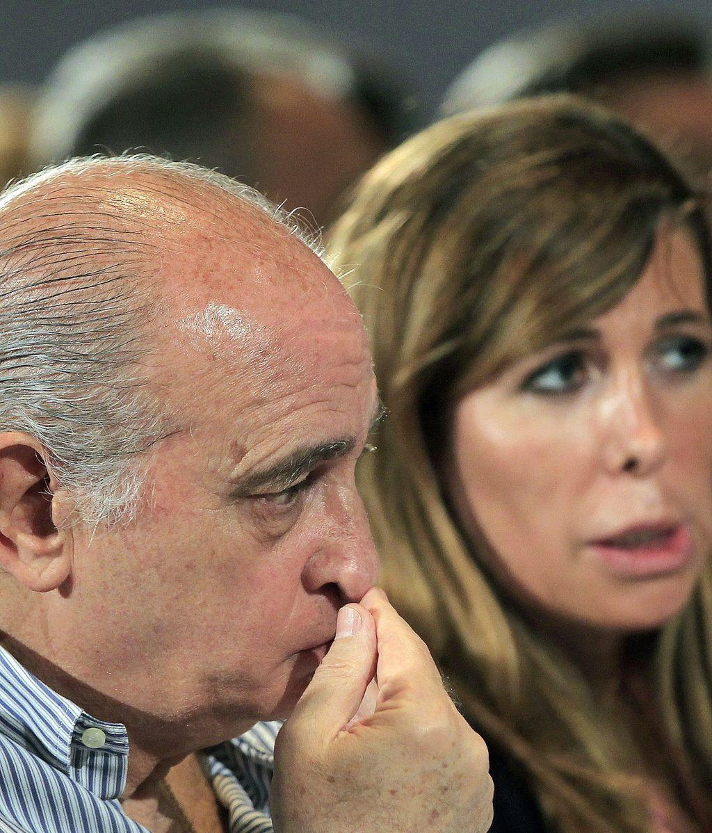 Jorge Fernández, ministro del Interior, junto a Alicia Sánchez-Camacho. Foto: Efe
