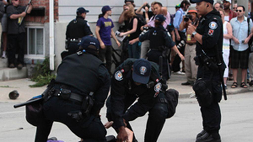 La Policía canadiense informa de 412 detenidos durante las protestas contra el G-20