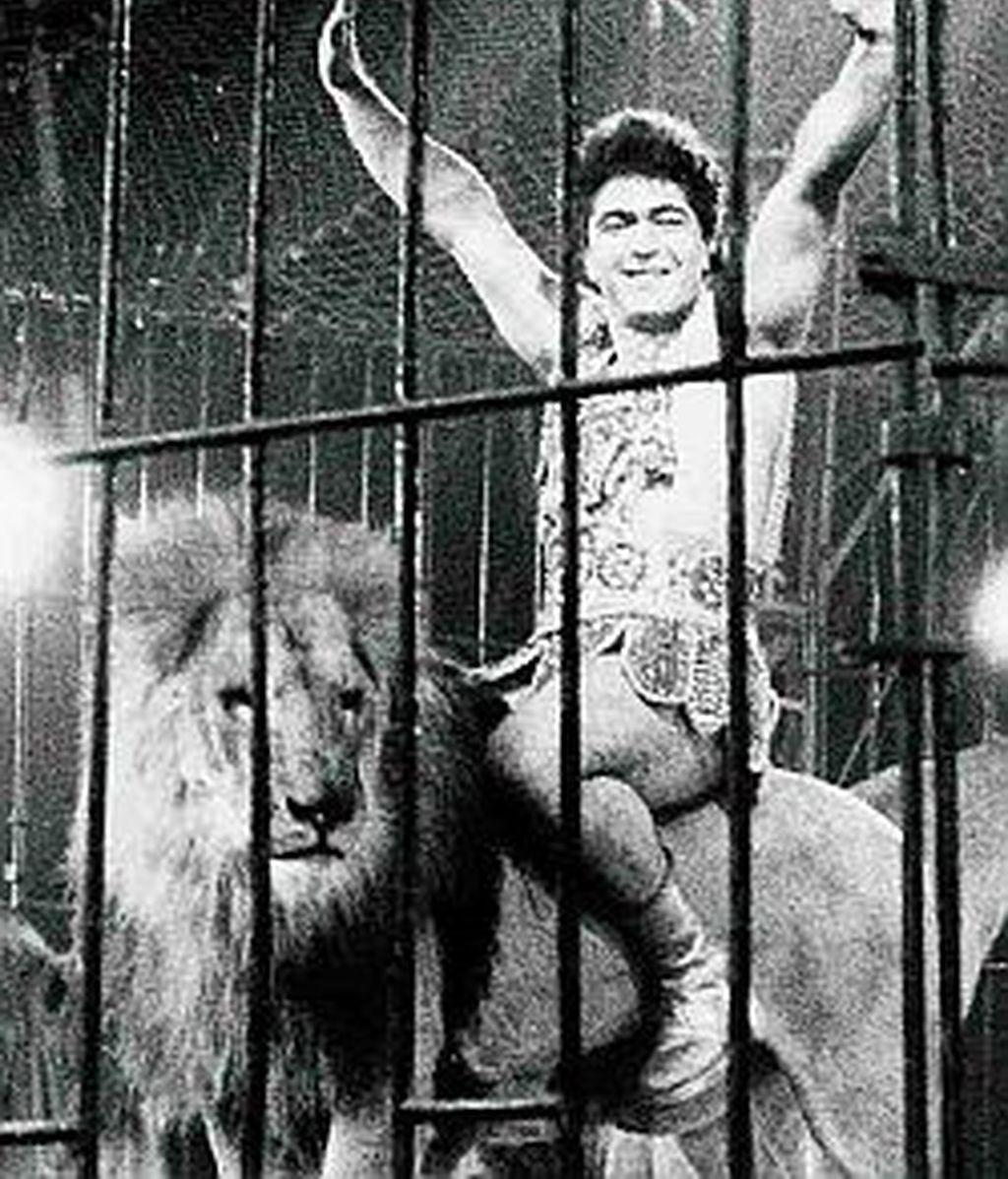 Ángel Cristo con sus leones del circo