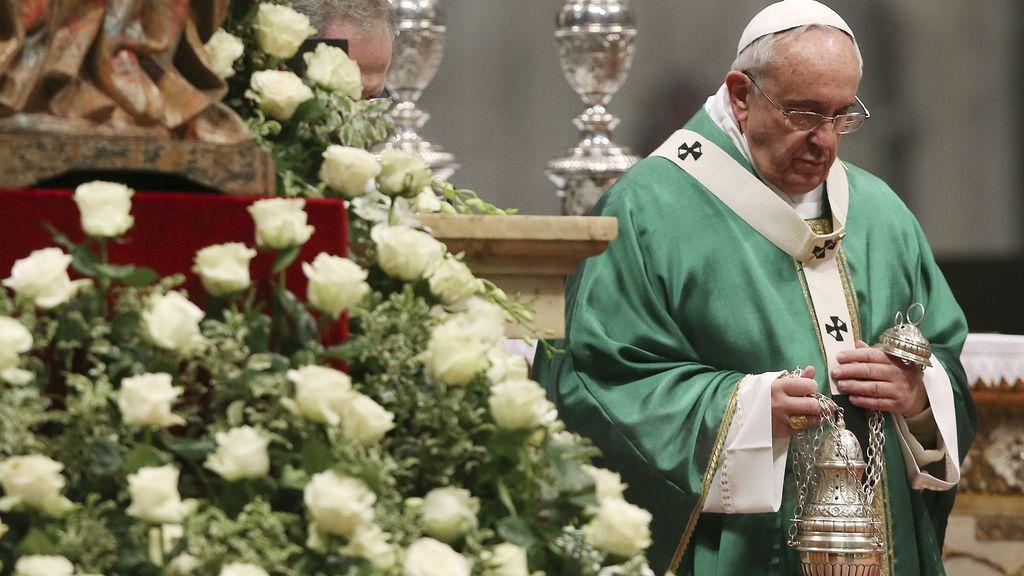 """El Papa pide a los cardenales que no se aíslen """"en una casta"""" y que acojan a los marginados sin condenas"""